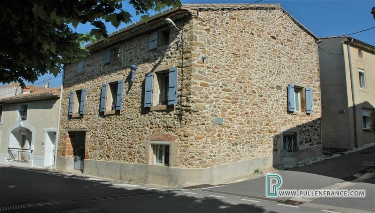 village-house-for-sale-bizanet-1