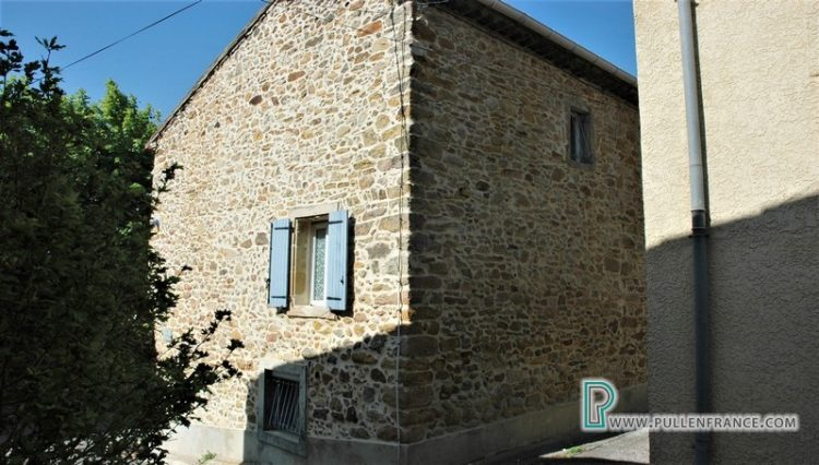 village-house-for-sale-bizanet-3