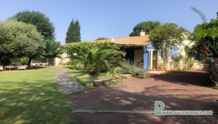 villa-for-sale-salleles-daude-1